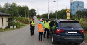 [ZDJĘCIA] Policjanci zatrzymywali samochody przed szlabanem