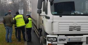 [ZDJĘCIA] Policjanci kontrolowali ciężarówki przewożące odpady