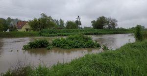 [WIDEO i ZDJĘCIA] Wysoki poziom w rzekach,przekroczony stan alarmowy