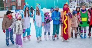 Bal przebierańców na lodowisku MOSiR na pożegnanie ferii