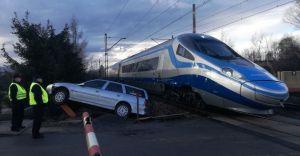 [ZDJĘCIA] Kolizja na przejeździe kolejowym na ul. Junackiej