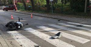 [ZDJĘCIA] Motorowerzysta przejechał znak STOP, został potrącony