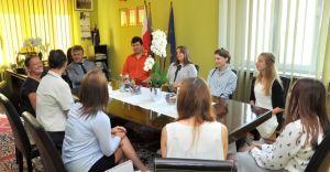 Wolontariusze z ZSTiL z wizytą u burmistrza Mariana Błachuta
