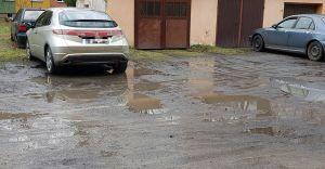 [LIST CZYTELNIKA] Bagno na placu przy budynku przy ulicy Hutniczej