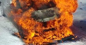 [ZDJĘCIA] Pożar samochodu na ul. Traugutta w Czechowicach