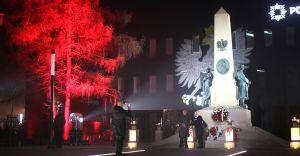 [ZDJĘCIA] Odsłonięto odbudowany Pomnik Wolności. Efektowna oprawa