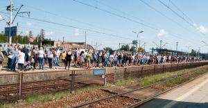 [WIDEO] Koleje Śląskie zawiodły. Na defiladę jak sardynki w puszce