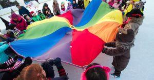 Kolorowe piątki oraz rodzinne soboty na lodowisku MOSiR
