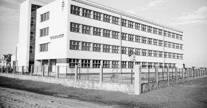 [Historyczne zdjęcie] Publiczna szkoła im. Piłsudskiego w Dziedzicach